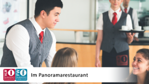 Beim Servieren im Panoramarestaurant